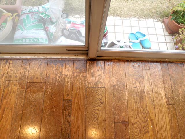 8:窓際の色褪せ